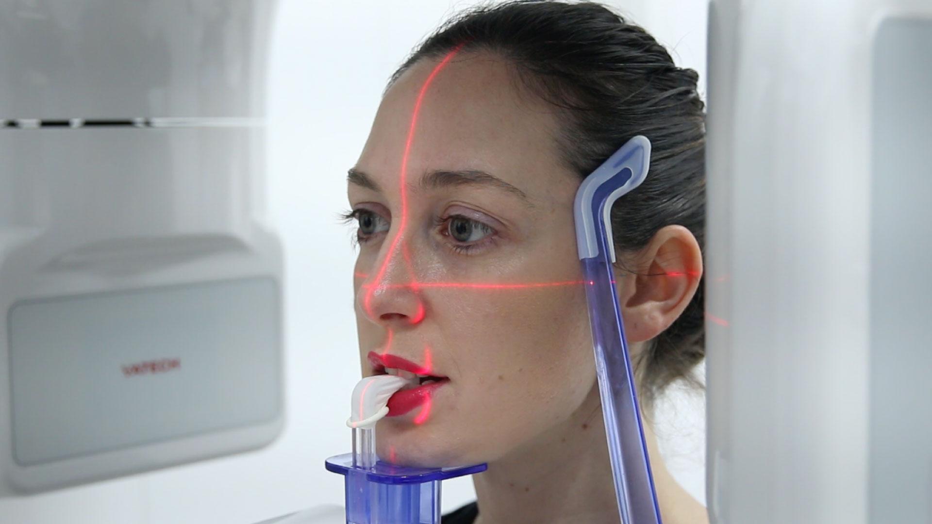 En esta Masterclass <b>Impresión 3D en odontología derivado desde el CBCT</b>, impartida por el doctor Pedro Guitián, explicaremos la <b>impresión 3D</b> en odontología y las ventajas de utilizar esta herramienta en nuestra clínica. <br /><br />  Utilizar nuevas tecnologías en tu trabajo diario como odontólogo es vital y necesario a la hora de elegir un tratamiento adecuado para cada paciente en la clínica. Gracias a esta Masterclass <b>Impresión 3D en odontología derivado desde el CBCT</b> podrás profundizar tu conocimiento en las nuevas tecnologías usadas en el <b>sector de odontología</b> y conocer <b>para qué sirve la impresión 3D</b>. En definitiva, la aplicación de esta innovación que es <b>impresión 3D y su uso en odontología</b> te facilitará tu trabajo obteniendo mejores resultados. <br /><br />  Todas nuestras Masterclass están impartidas por los mayores expertos en odontología. Gracias a nuestra Masterclass <b>Impresión 3D en odontología derivado desde el CBCT</b> y otras como esta, que forman parte de la serie <b>Diagnóstico en Implantología</b> podrás desarrollar y actualizar tus conocimientos sobre<b>cómo realizar un buen diagnóstico al paciente</b>,alcanzando una formación avanzada y permitiéndote profundizar en el tema de <b>funcionamiento de impresión 3D derivado desde el CBCT y su uso en odontología</b> con criterios científicos y de excelencia, abordando las últimas tendencias y técnicas más actuales en el sector odontológico. <br /><br />  Desde Knotgroup Dental Institute te invitamos a que explores a través de nuestra web y encuentres otras masterclass como <b>Impresión 3D en odontología derivado desde el CBCT</b> para actualizar tus conocimientos y aplicarlos a tu clínica dental, así como la amplia gama de cursos que ofrecemos también sobre <b>Impresión 3D en odontología derivado desde el CBCT</b>, impartidos por los mejores profesionales en el sector de odontología. <br /><br />  Muchas gracias por tu tiempo. Esperamos que aprendas y disfrutes