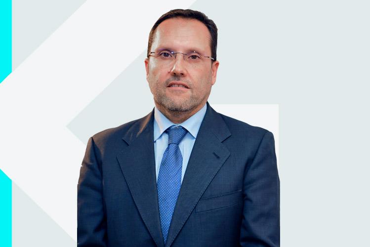 Experto en odontología Dr. Ángel Luisde Rivas