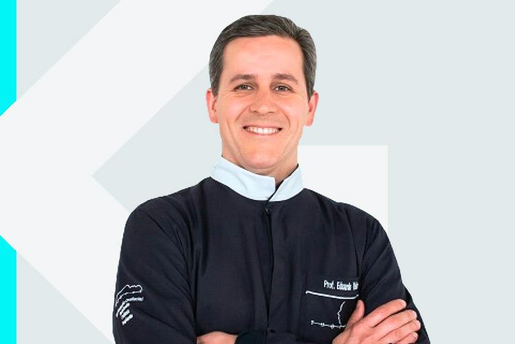 Experto en odontología Dr. Eduardo Antoniode Castro Vieira