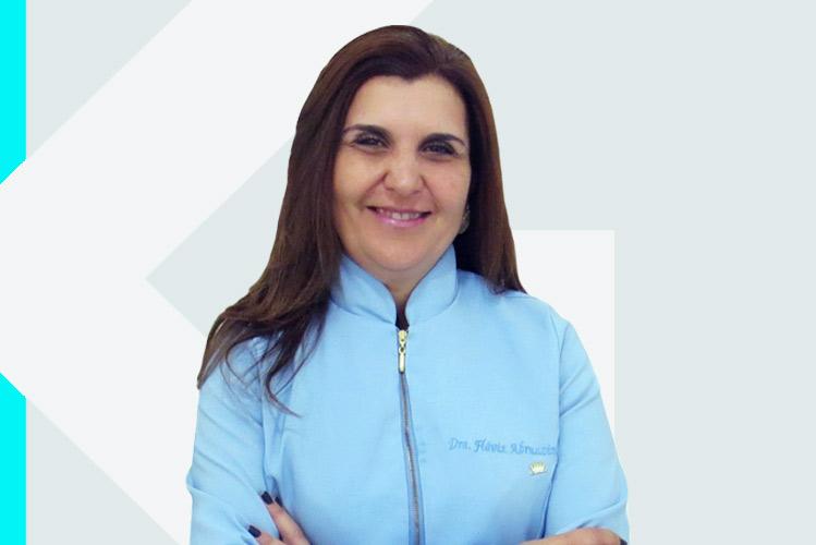 Experto en odontología Dra. FláviaAbruzzini Vieira