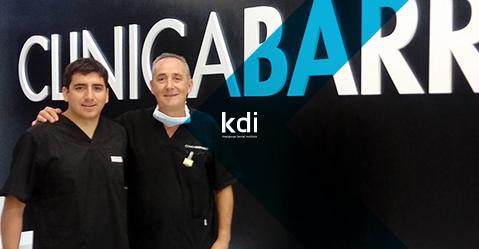 Fotografía que ilustra la noticia de odontología de Knotgroup Dental Institute sobre Gustavo Becerra se incorpora en prácticas al equipo del Dr. Barrado