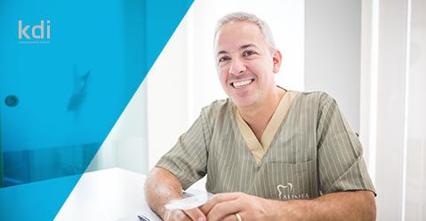 Fotografía que ilustra la noticia de odontología de Knotgroup Dental Institute sobre EL Dr. César Pimentel nuevo experto de KDI