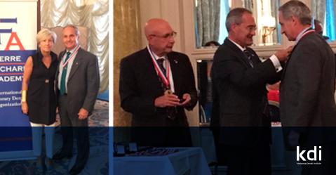 Fotografía que ilustra la noticia de odontología de Knotgroup Dental Institute sobre El Dr. José Luis De La Hoz reconocido como miembro de la Academia Pierre Fauchard