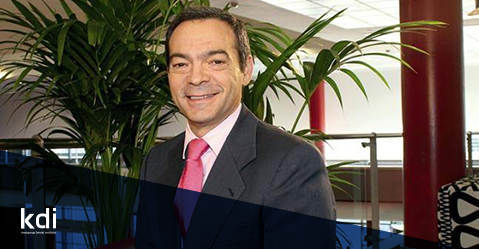 Fotografía que ilustra la noticia de odontología de Knotgroup Dental Institute sobre El Dr. Guillermo Pradíes y sus funciones en la EPA