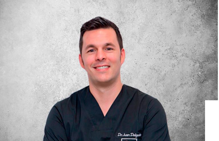 Fotografía que representa al experto Dr. Juan Delgado Martínez de la plataforma de odontología de Inspiria