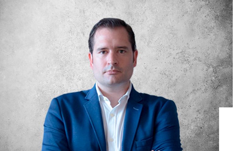 Fotografía que representa al experto Dr. Jesús Isidro Fernández de la plataforma de odontología de Inspiria