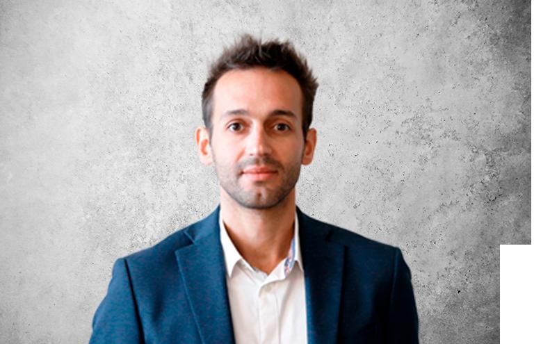 Fotografía que representa al experto Dr. Yassine Maazouz de la plataforma de odontología de Inspiria