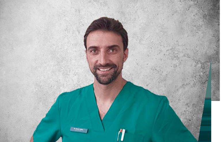 Fotografía que representa al experto Dr. Renzo Bellini García de la plataforma de odontología de Inspiria