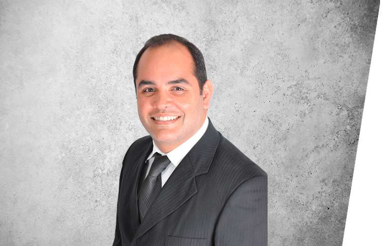 Fotografía que representa al experto Dr. Leonardo Provedel de la plataforma de odontología de Inspiria