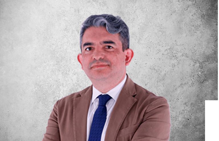 Fotografía que representa al experto Dr. Cristian Abad Coronel de la plataforma de odontología de Inspiria
