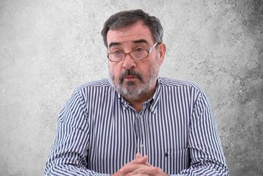 Fotografía Movil que representa al experto Dr. Luis Amador Barciela de la plataforma de odontología de Inspiria