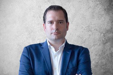 Fotografía Movil que representa al experto Dr. Jesús Isidro Fernández de la plataforma de odontología de Inspiria