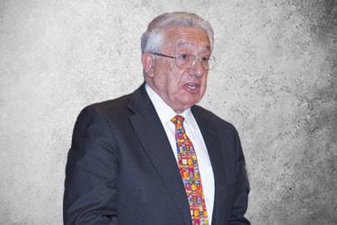 Fotografía Movil que representa al experto Dr. Pedro García Barreno de la plataforma de odontología de Inspiria