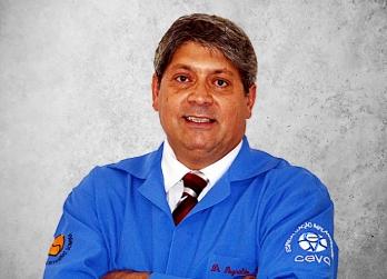 Fotografía que representa al experto Reynaldo Porcaro de la plataforma de odontología de Inspiria